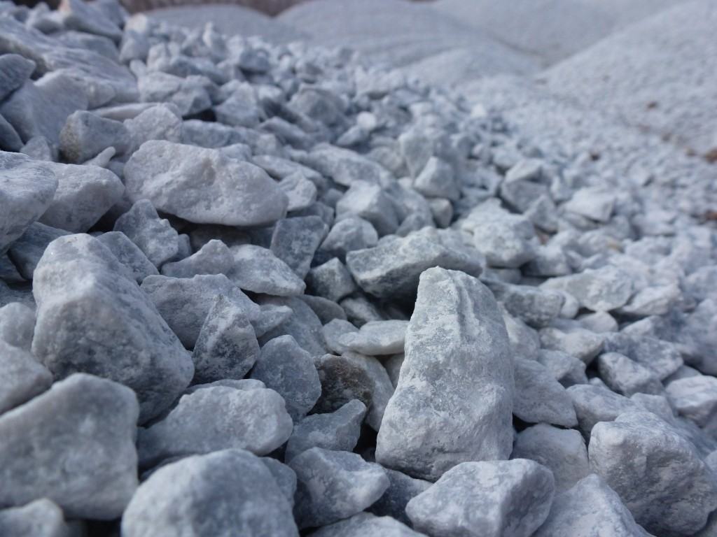 Щебень мраморный 10-20 мм серый